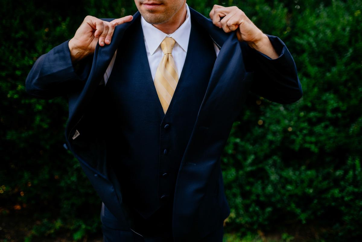 groom getting dressed craik patton house charleston wv