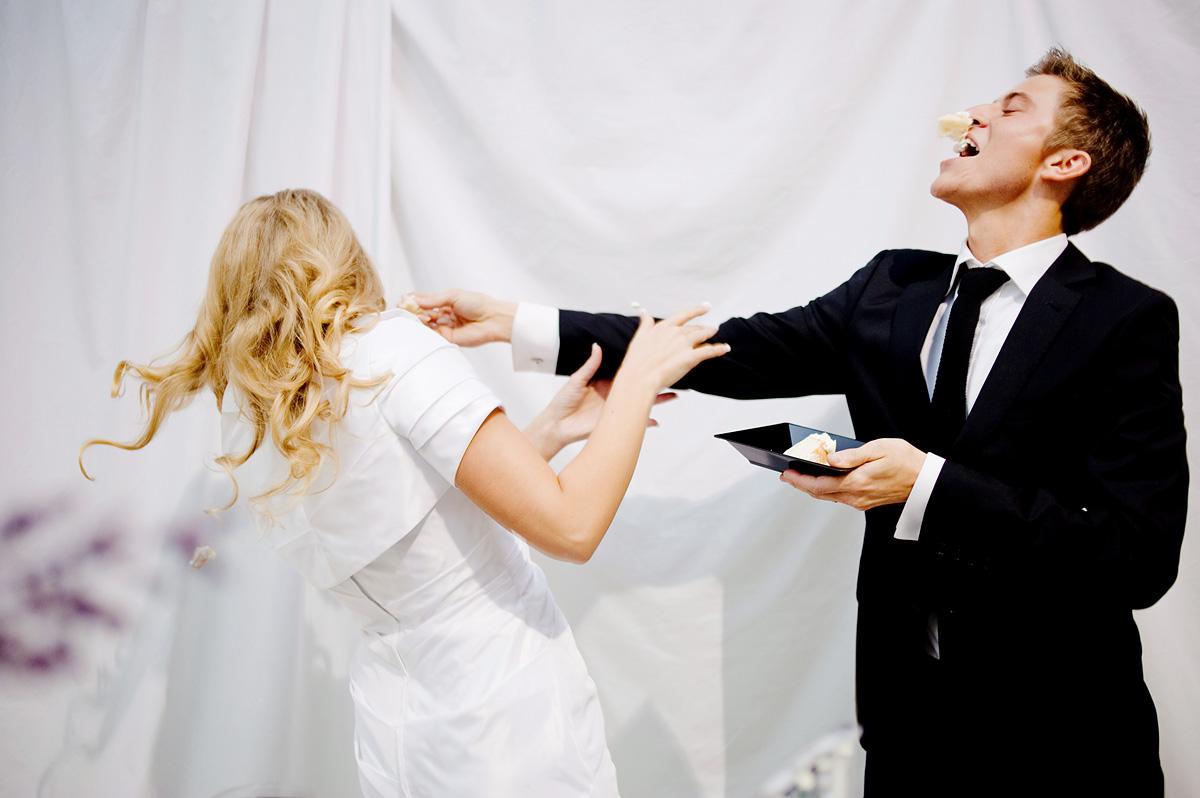 pittsburgh wedding photographers cake cutting
