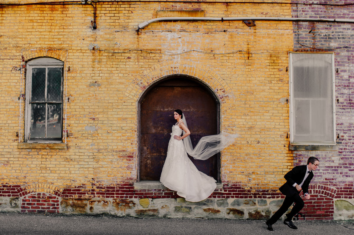 best funny wedding portraits