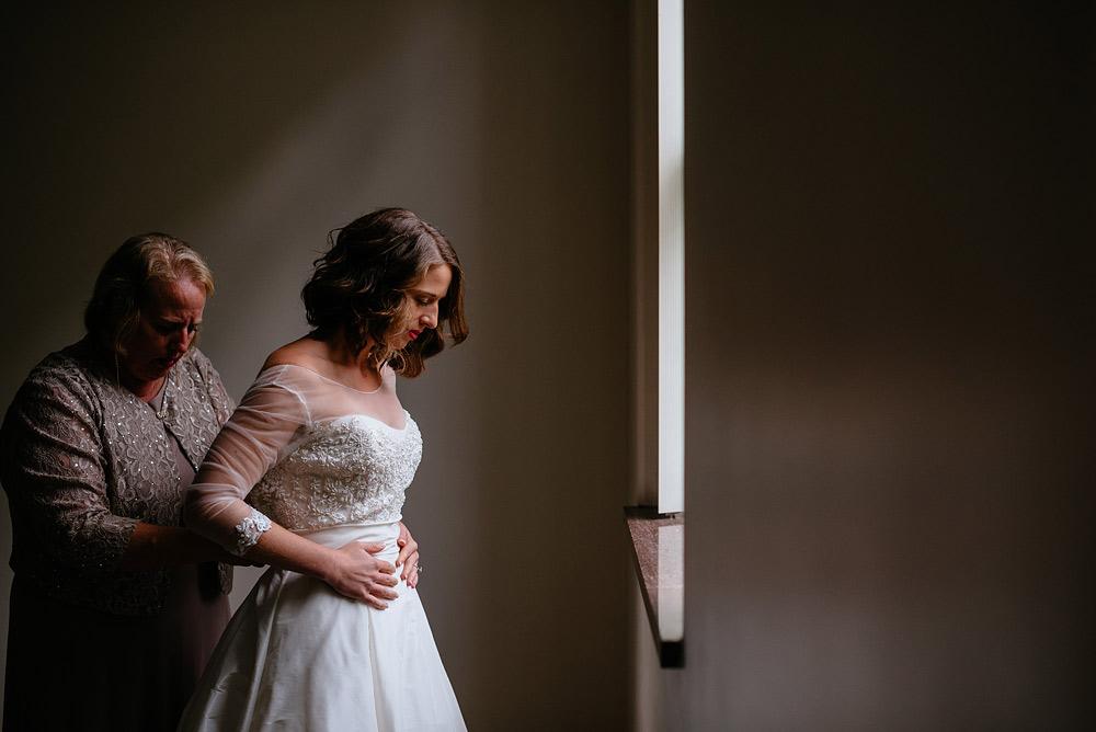 bride getting ready at university of charleston