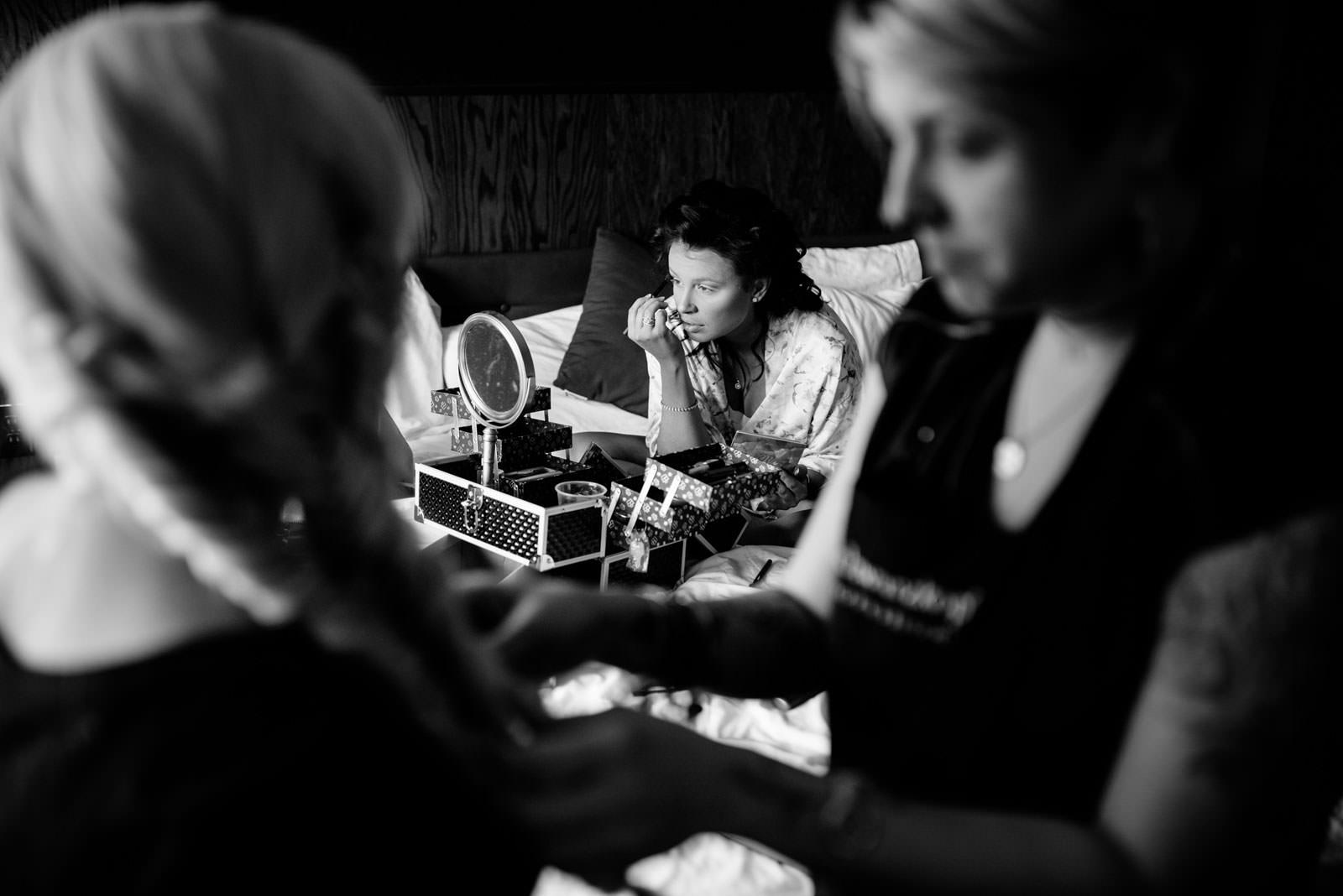 bride putting on makeup chestnut hotel morgantown wv