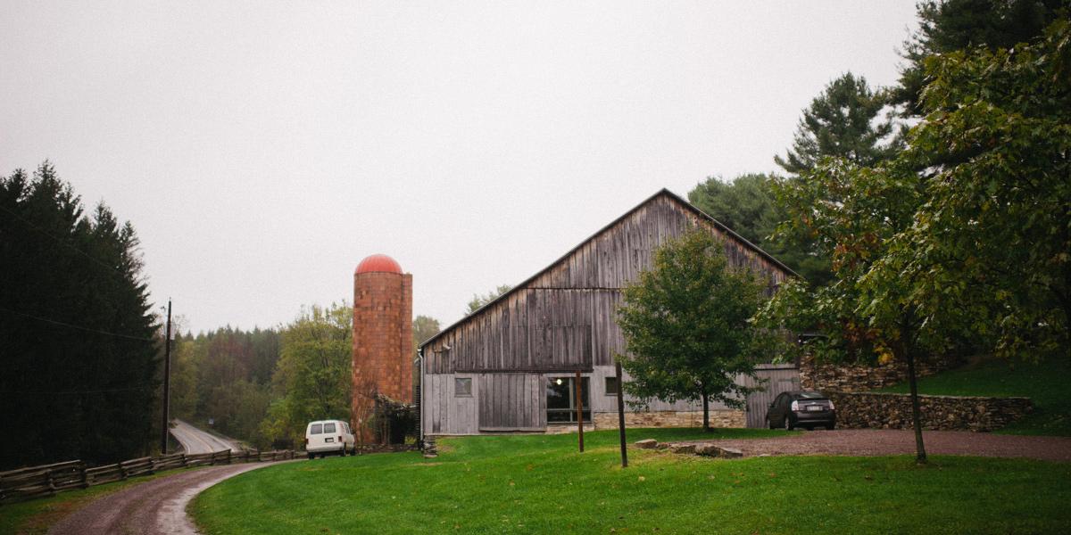 the barn at fallingwater wedding photos