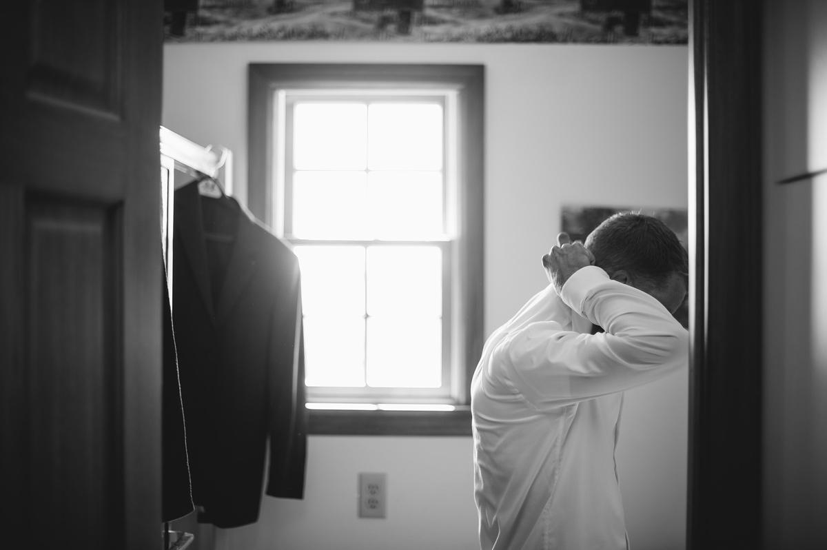 groom fixing collar