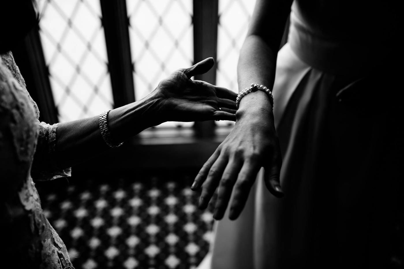 bride with pearl bracelet