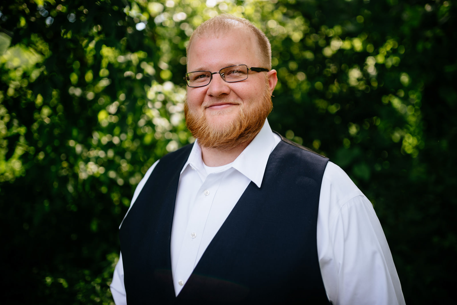 groom portrait outdoor wv wedding