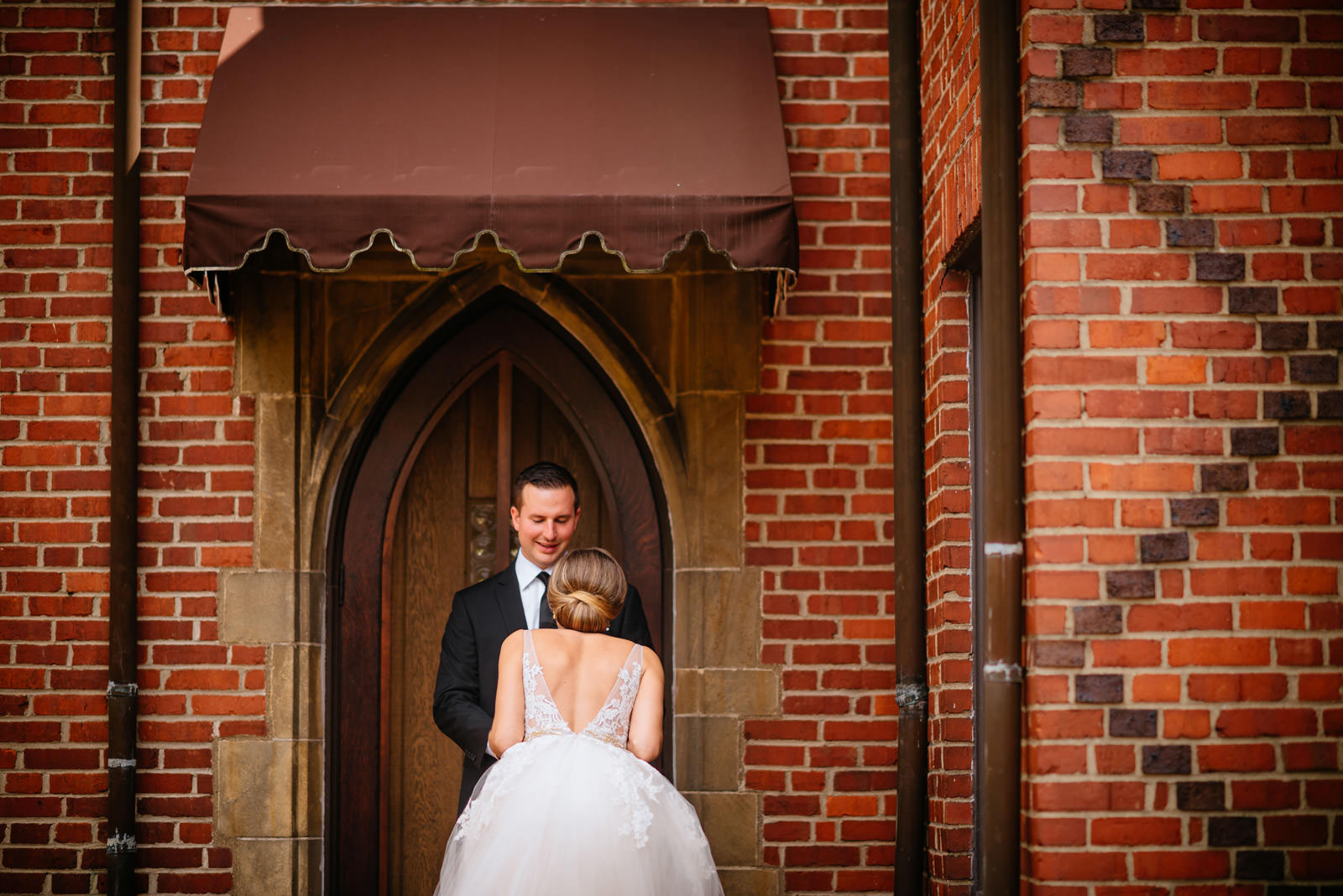 bride groom first look geometric wedding photography