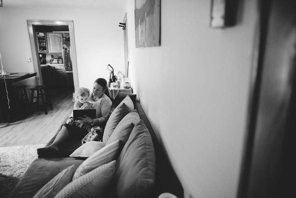 grandma watching big sis at home during homebirth