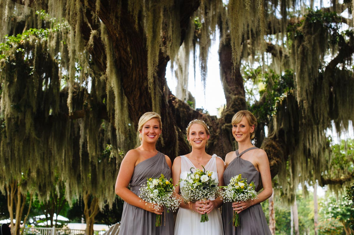 bridesmaids with spanish moss jekyll island wedding pictures