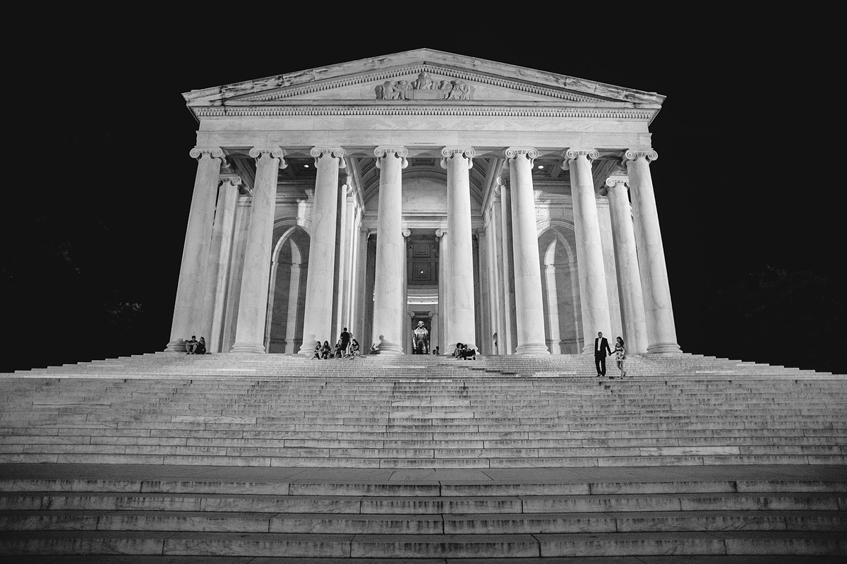 nighttime engagement photo at the jefferson memorial