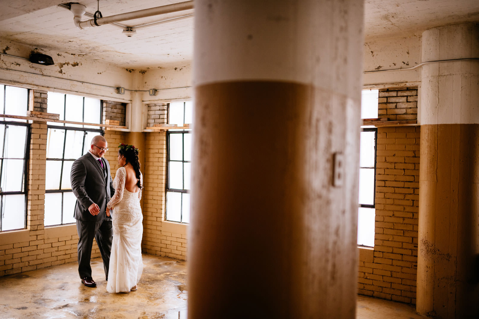 first look chestnut hotel morgantownwv wedding
