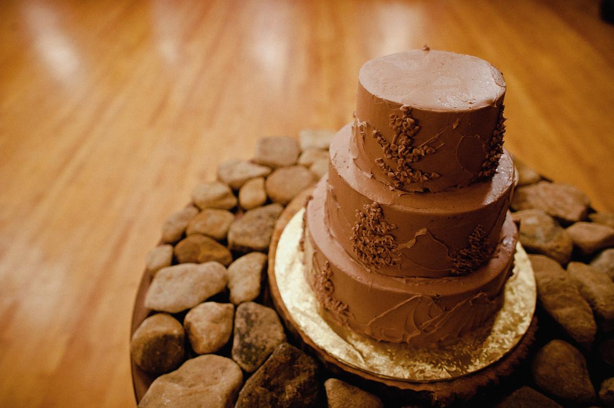 the barn at fallingwater wedding reception cake