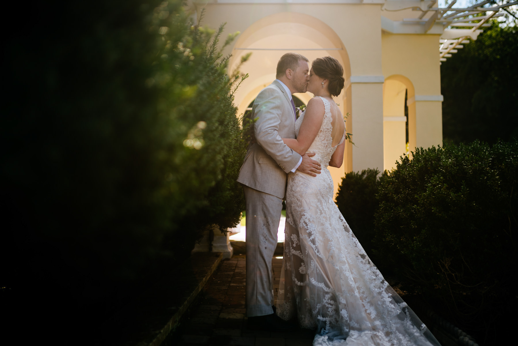 bride and groom kissing at airlie