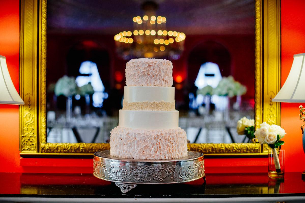 wedding cake at the greenbrier cameo ballroom