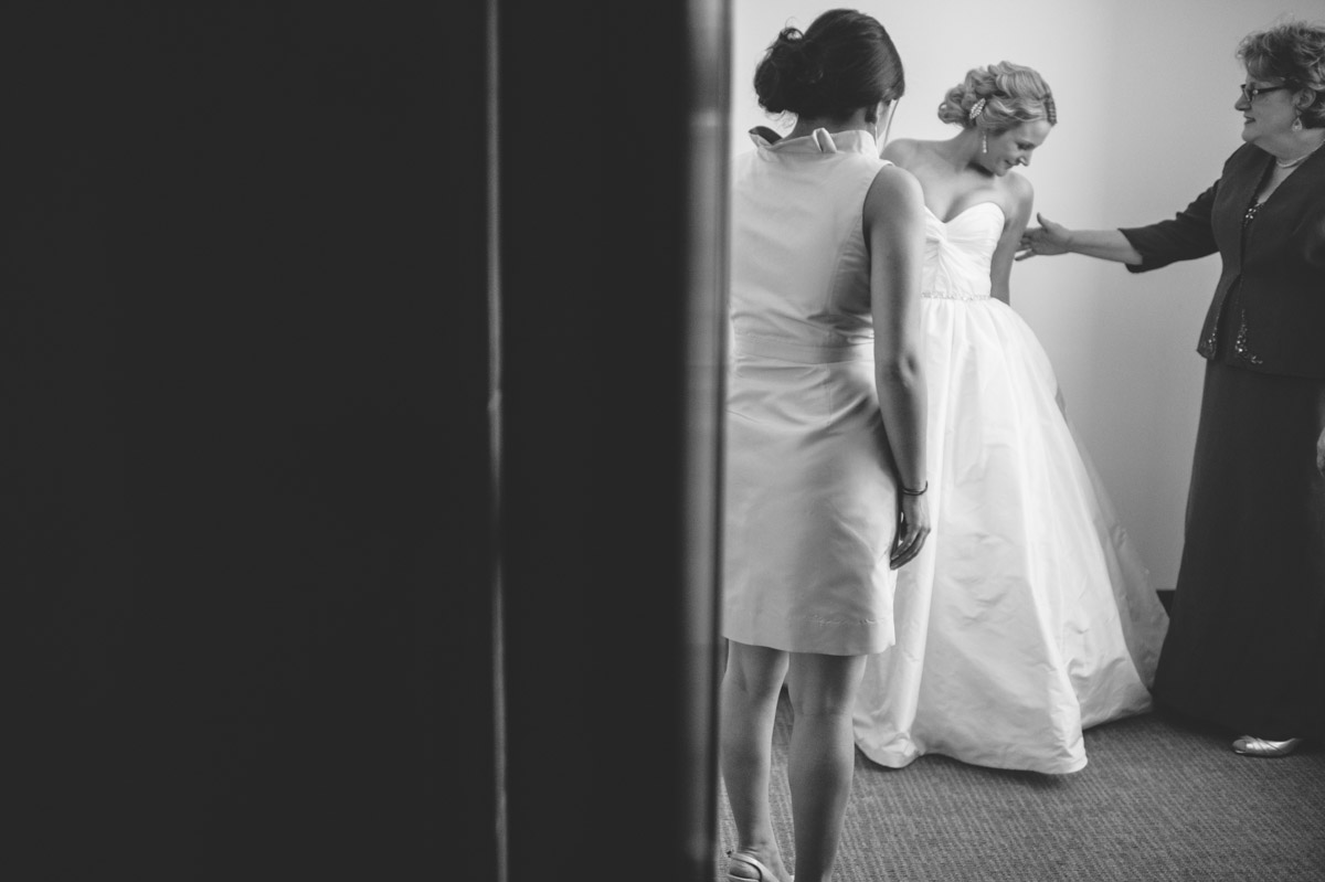 sweet mom moments on a wedding day