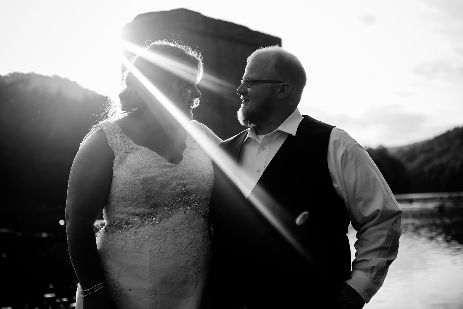 black and white bride groom nature portrait oberports