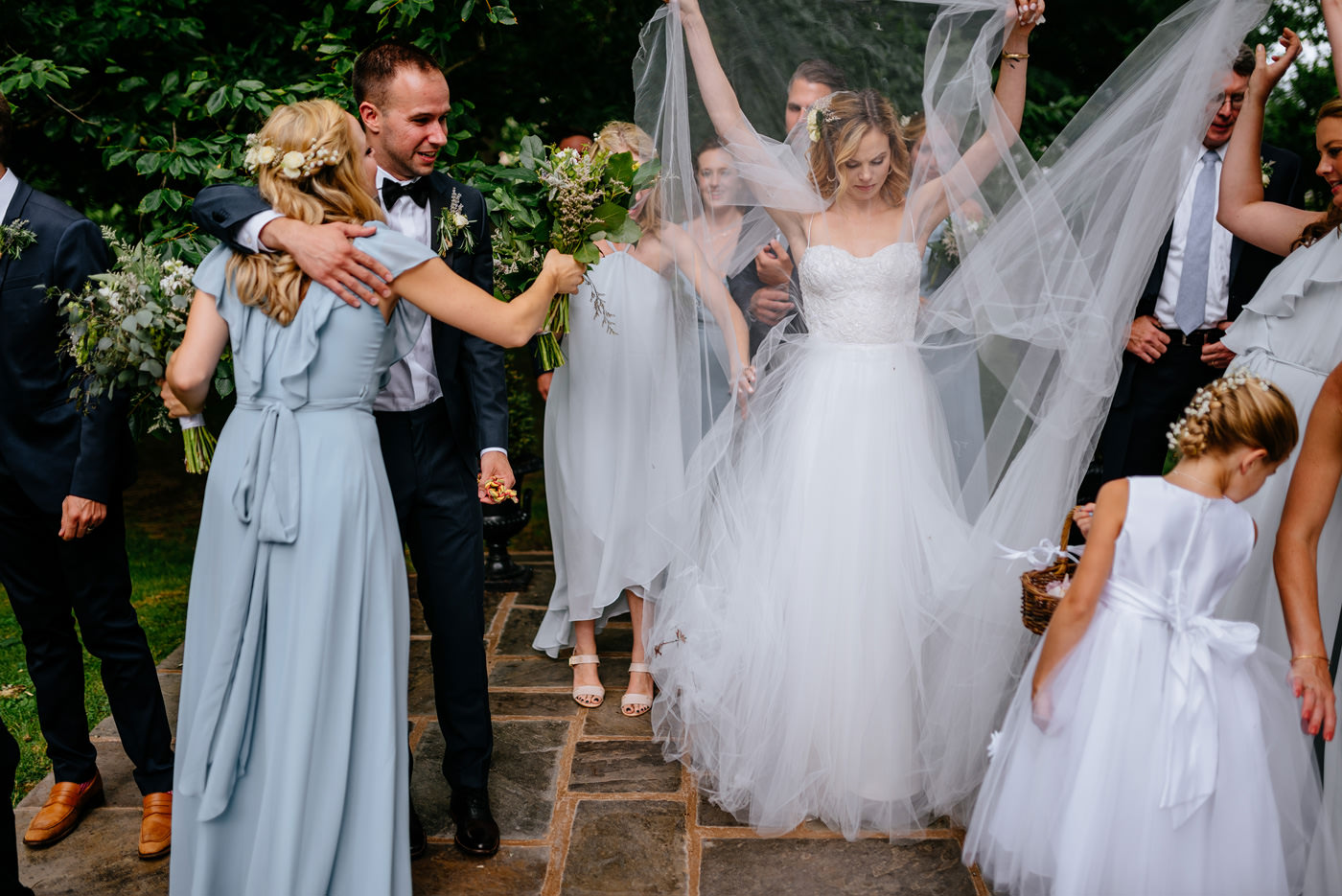 funny candid wedding moment