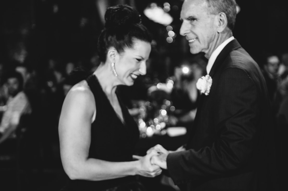bride dad father daughter dance candid wedding photojournalism