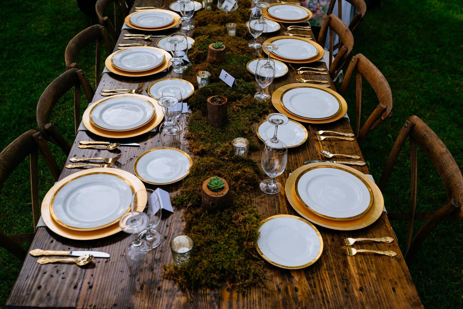 wedding details golden utensils plates