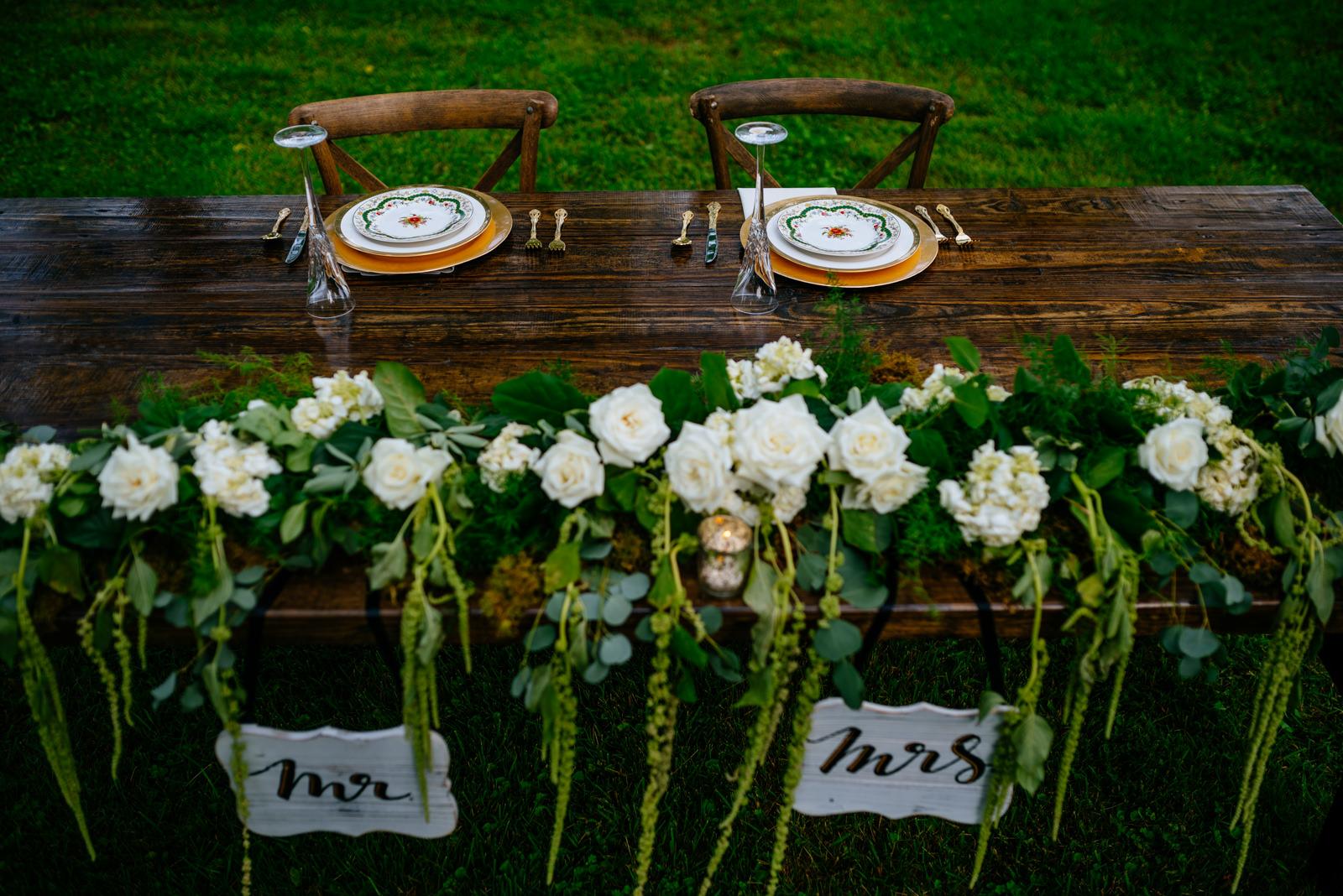 wedding details bride groom table