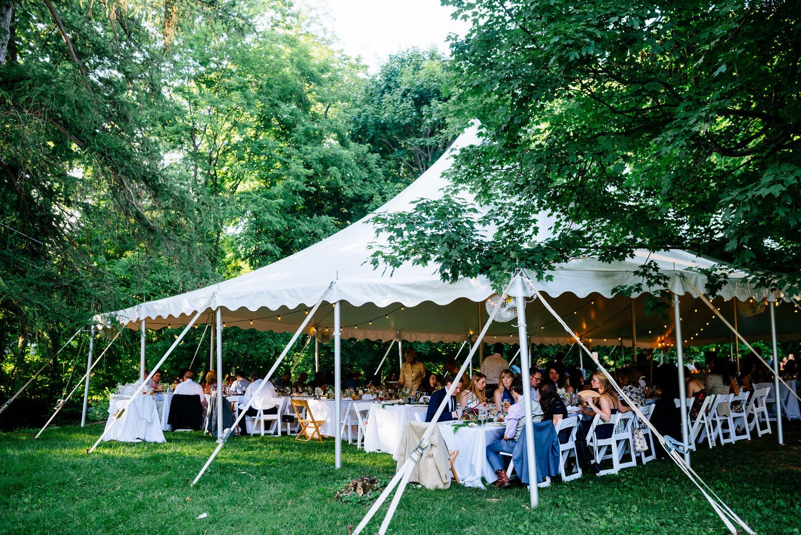 guests eating dinner holly hill inn wedding lexington ky