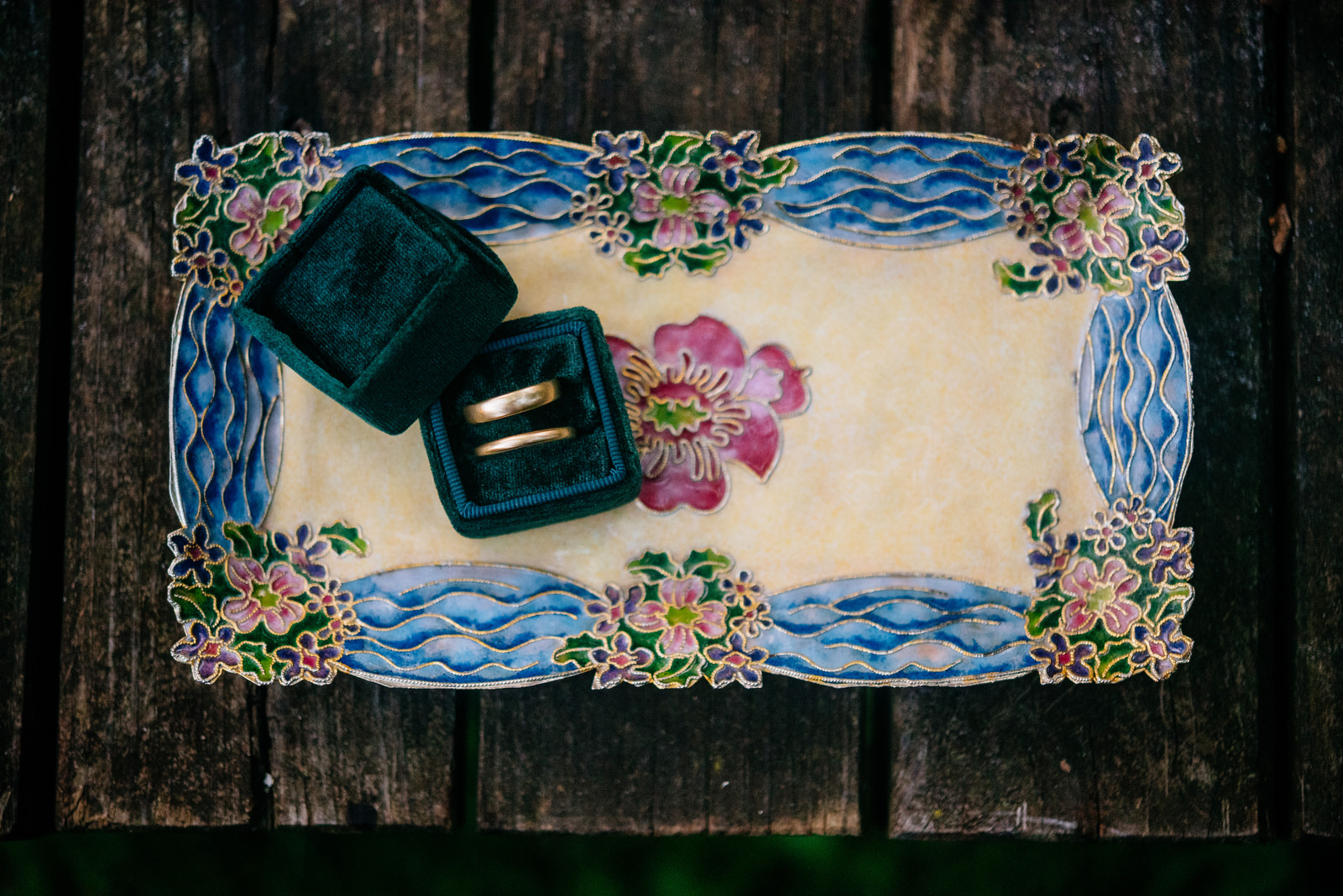 wedding rings green velvet box futagami tray