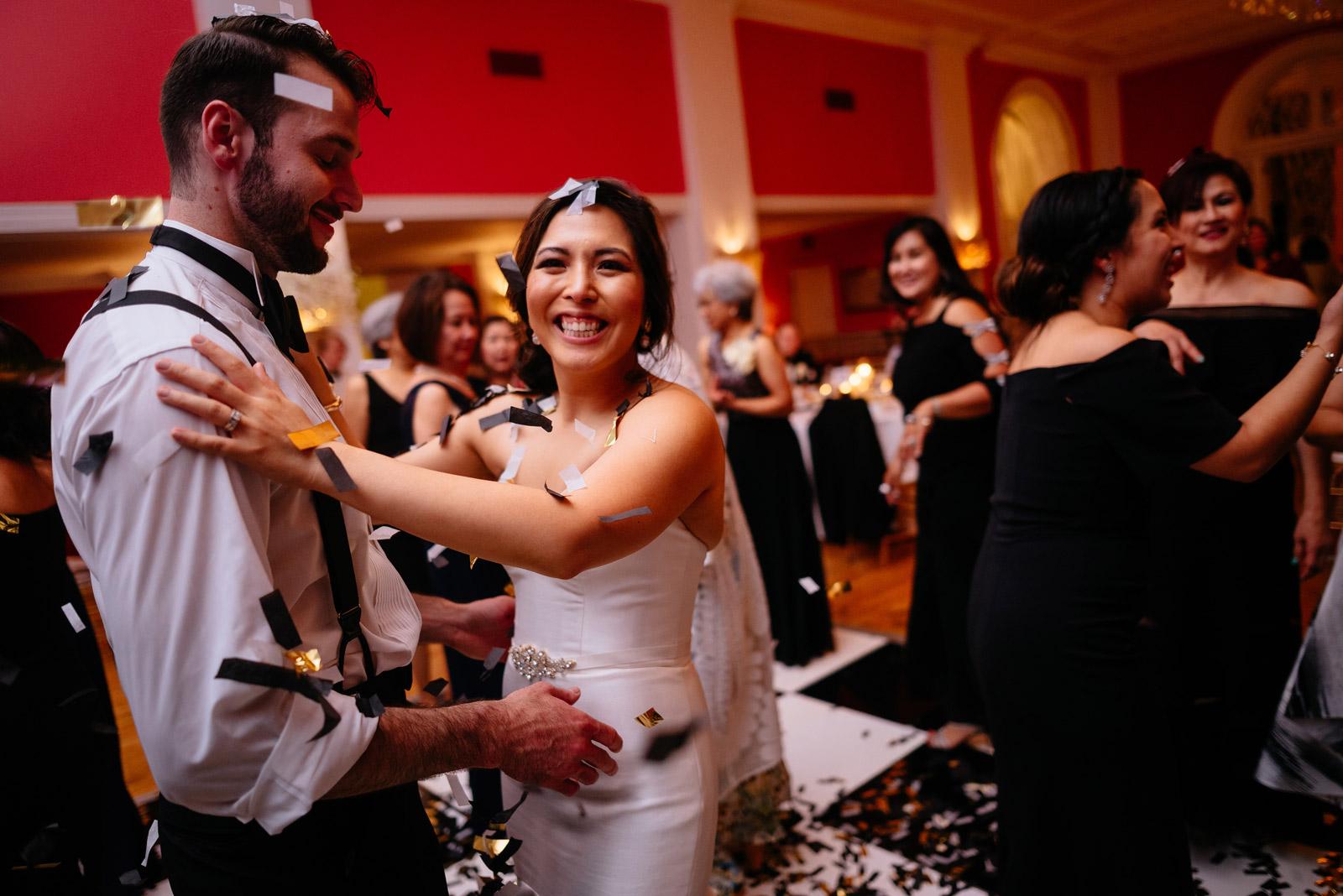 bride groom wedding confetti cannon