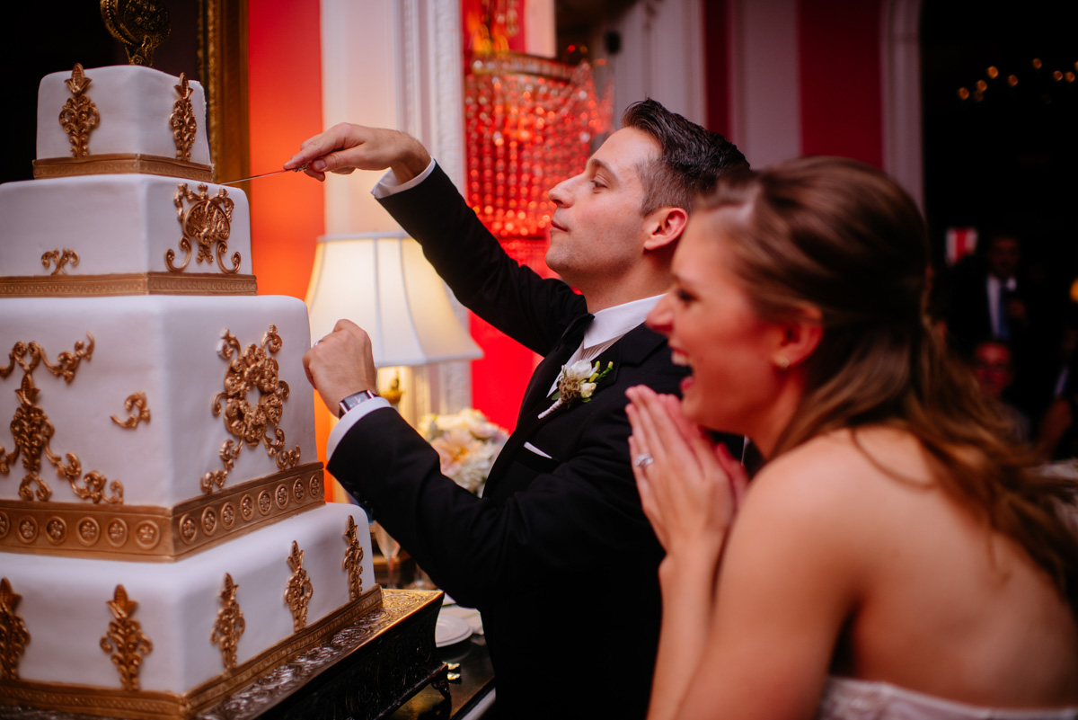 greenbrier resort wedding reception cake cutting