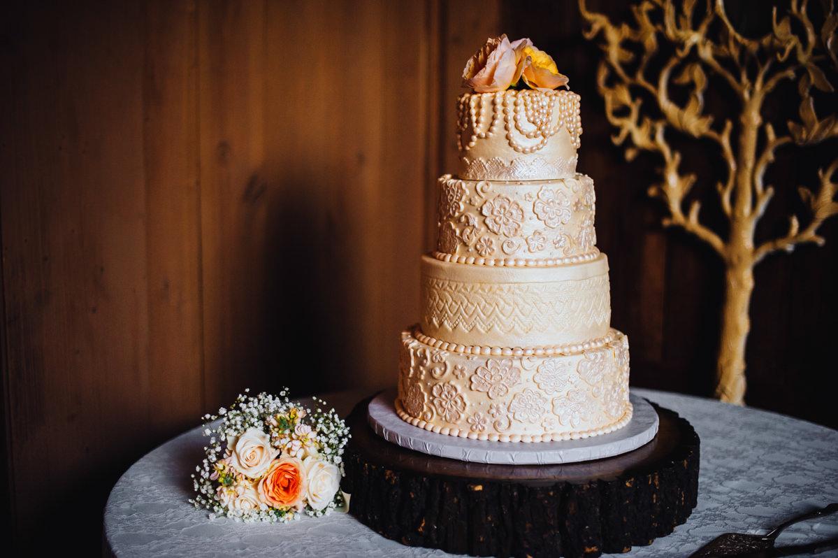 beautiful peach color wedding cake
