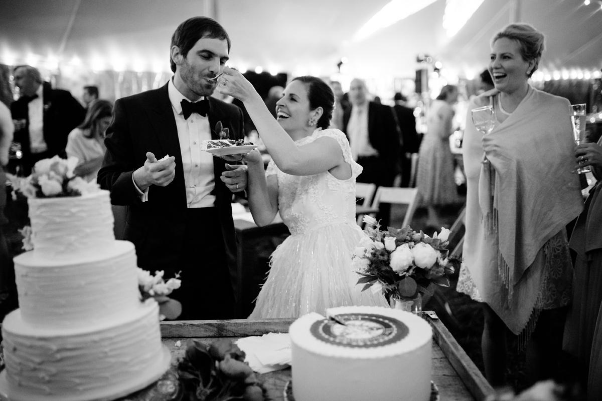 virginia wedding cake cutting