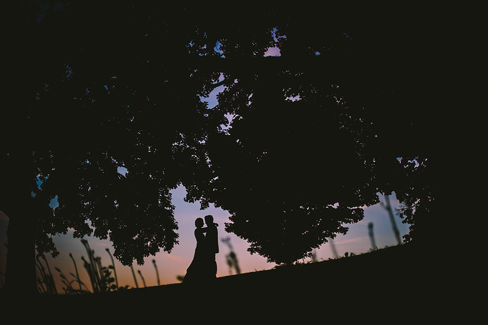 creative wedding photo silhouette at dusk by the oberports
