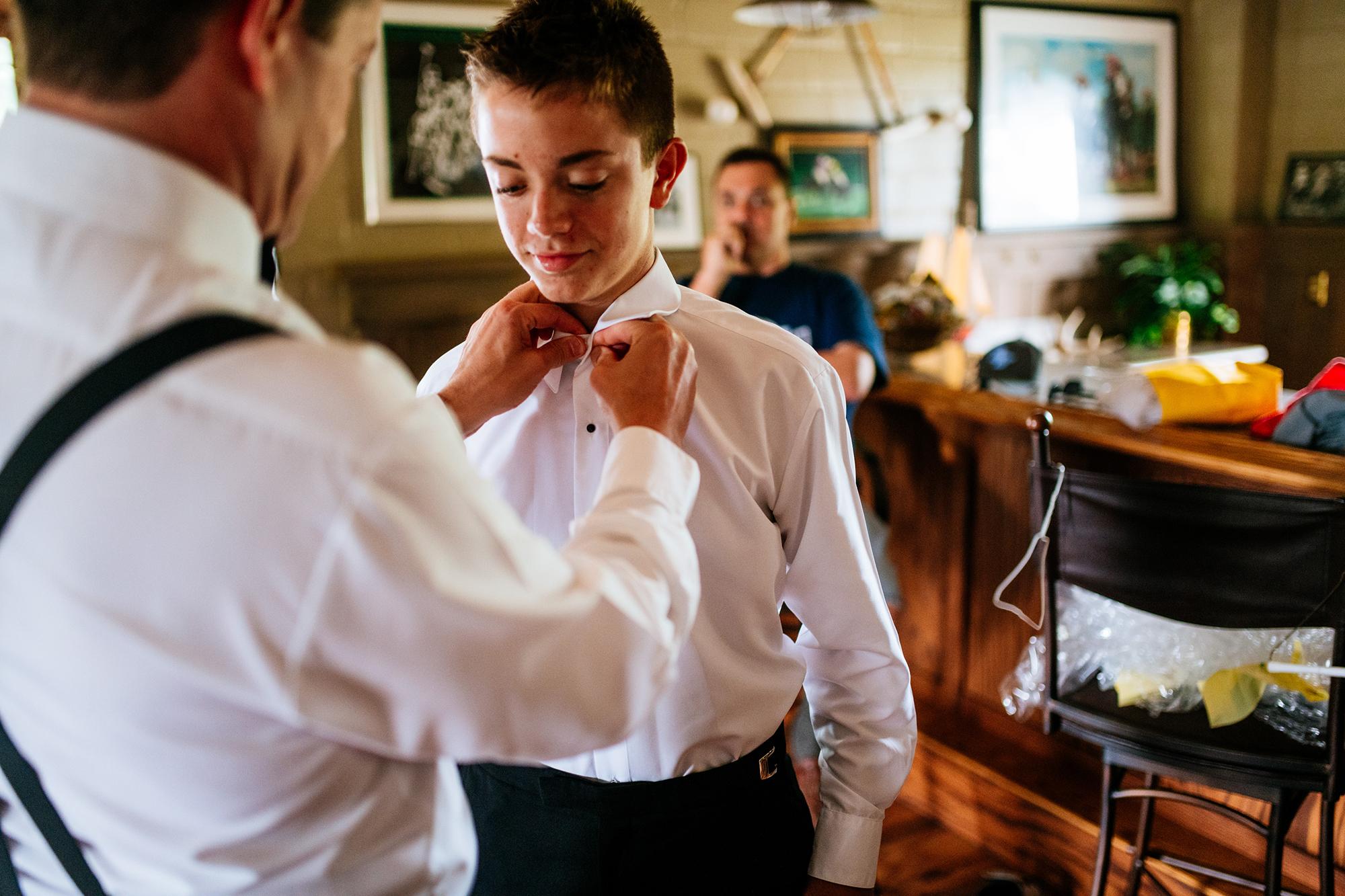 groom tying sons tie